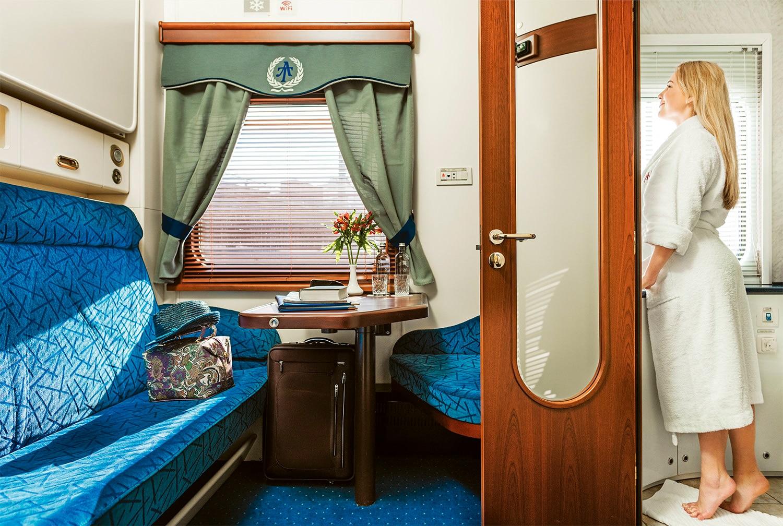 фото фирменный поезд москва ростов купе люкс вакцинации календарю дополни-тельными